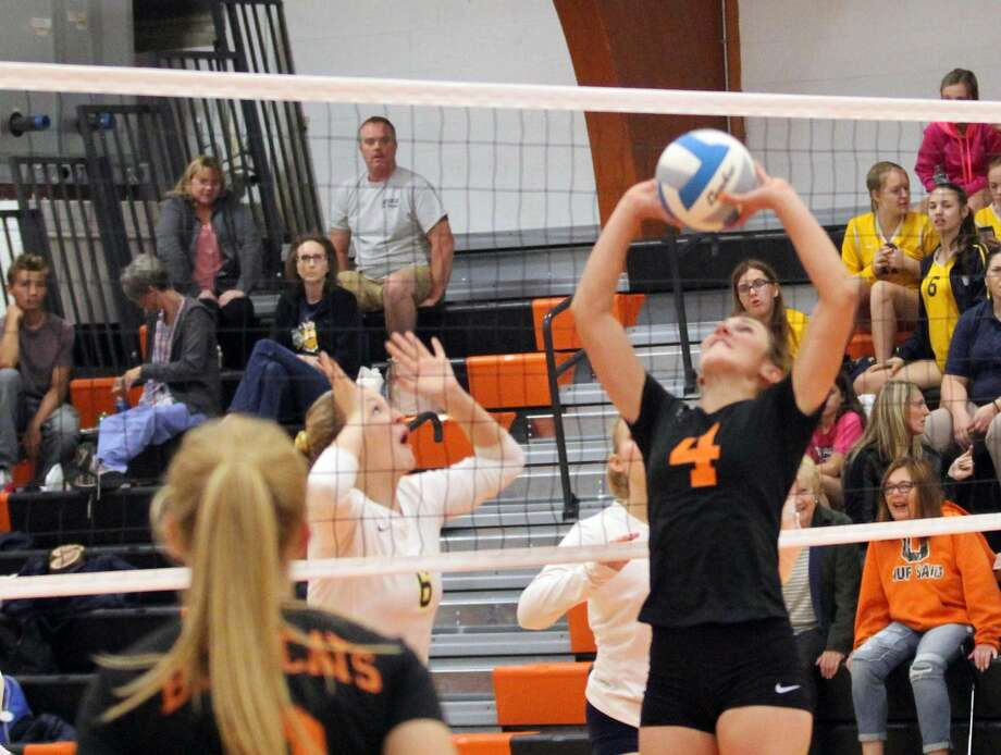 The Ubly volleyball team beat visiting Memphis in straight sets, 25-10, 25-14 and 25-12, on Tuesday, Oct. 8, 2019. Photo: Mark Birdsall/Huron Daily Tribune