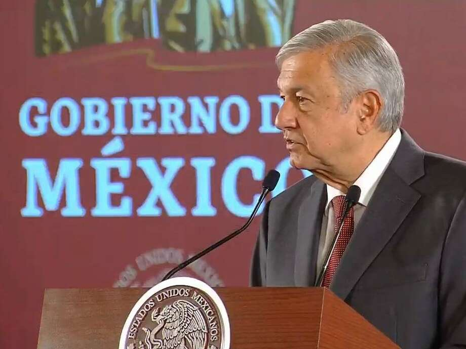 El presidente de México Andrés Manuel López Obrador dijo que su país tiene que pagar sus deudas, pero agricultores molestos hicieron retroceder a la Guardia Nacional que protegía una represa. Photo: Courtesy Photo /Presidencia De Mexico
