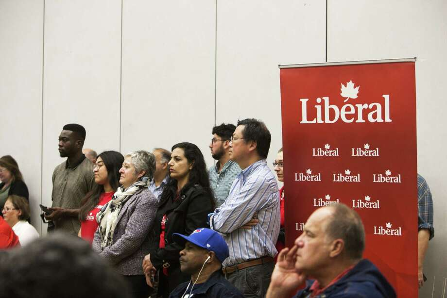 Crowds at an all candidates federal election event for the Richmond Hill Riding in Richmond Hill, Ontario, on Oct. 1, 2019. Photo: Bloomberg Photo By Della Rollins. / © 2019 Bloomberg Finance LP