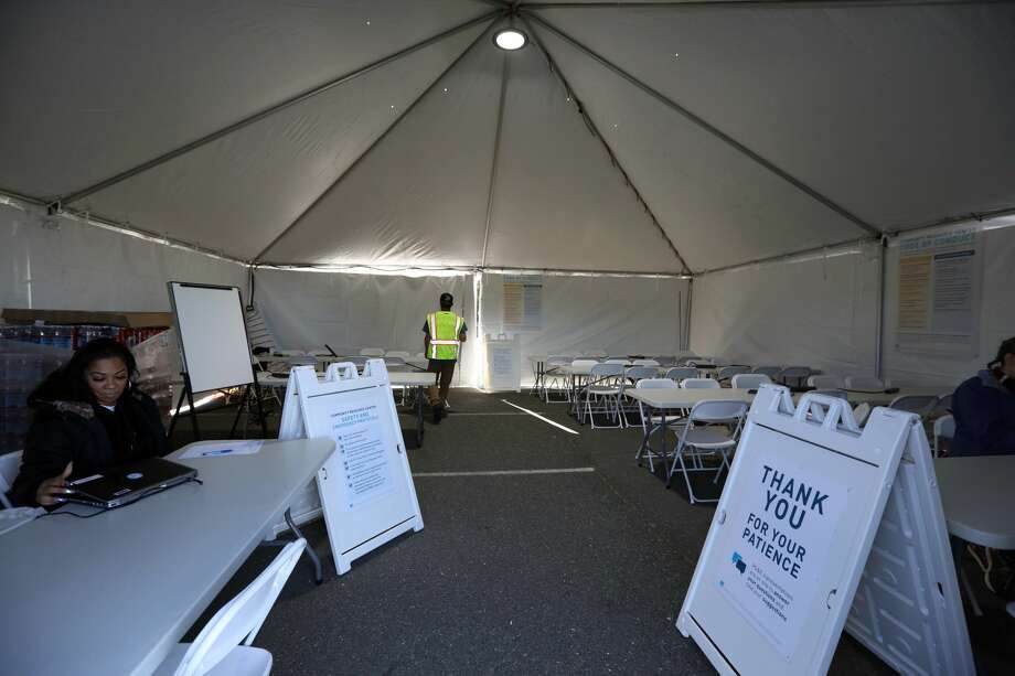 A community resource center being setup in preparation for planned PG&E power shutoffs in Oakland, Calif. on Wednesday, Oct. 9, 2019. Photo: Douglas Zimmerman/SFGate