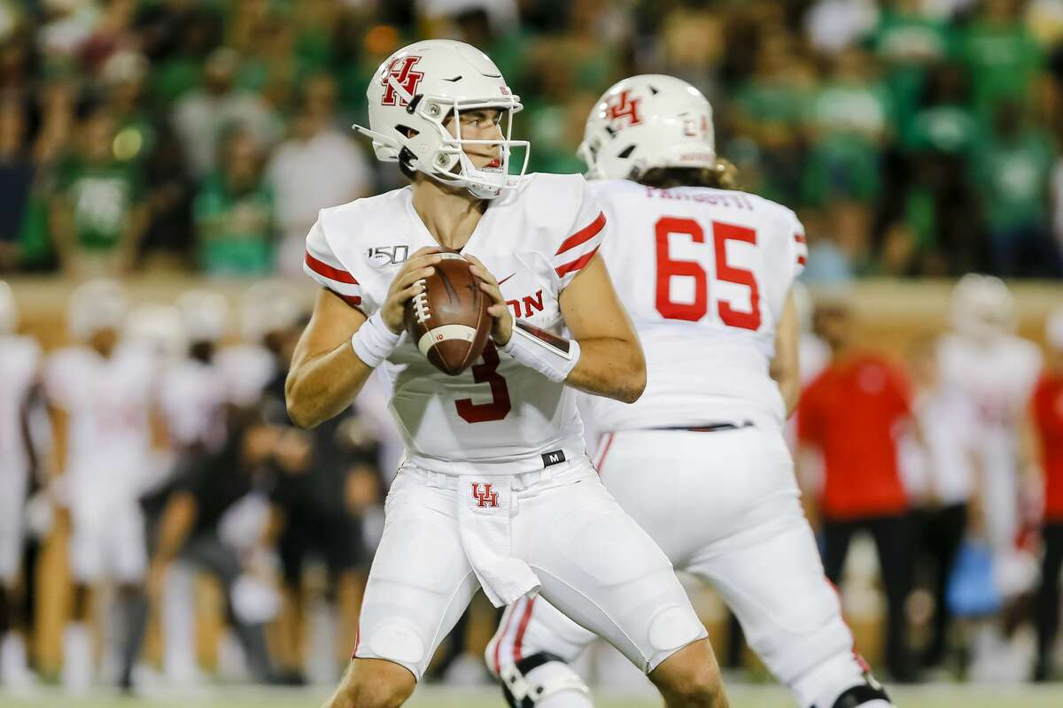 DENTON, TX - SEPTEMBER 28: Houston Cougars quarterback Clayton Tune (3) looks downfield for an open receiver during the game between the North Texas Mean Green and the Houston Cougars on September 28, 2019 at Apogee Stadium in Denton, Texas. (Photo by Matthew Pearce/Icon Sportswire via Getty Images)