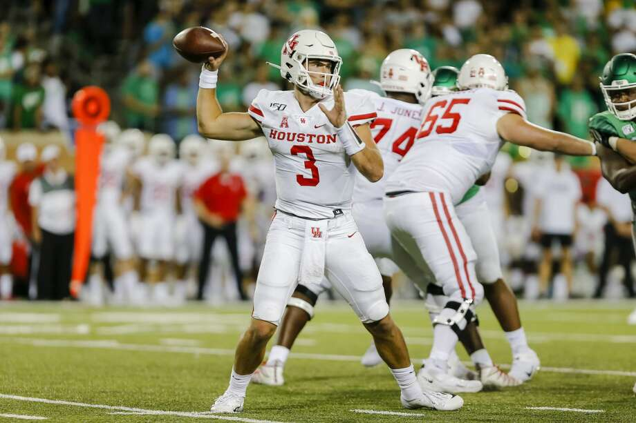 DENTON, TX - SEPTEMBER 28: Houston Cougars quarterback Clayton Tune (3) looks downfield for an open receiver during the game between the North Texas Mean Green and the Houston Cougars on September 28, 2019 at Apogee Stadium in Denton, Texas. (Photo by Matthew Pearce/Icon Sportswire via Getty Images) Photo: Icon Sportswire/Icon Sportswire Via Getty Images