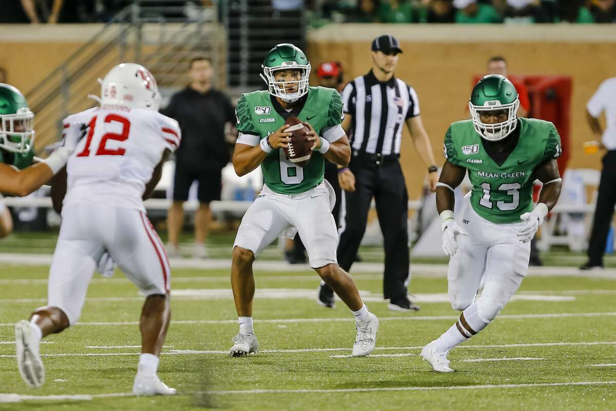 DENTON, TX - SEPTEMBER 28: North Texas Mean Green quarterback Mason Fine (6) looks downfield for an open receiver during the game between the North Texas Mean Green and the Houston Cougars on September 28, 2019 at Apogee Stadium in Denton, Texas. (Photo by Matthew Pearce/Icon Sportswire via Getty Images)