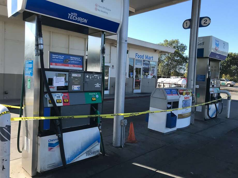 A gas station in Napa on Trancas and Old Soscol was closed Wednesday. Photo: Evan Sernoffsky / The Chronicle