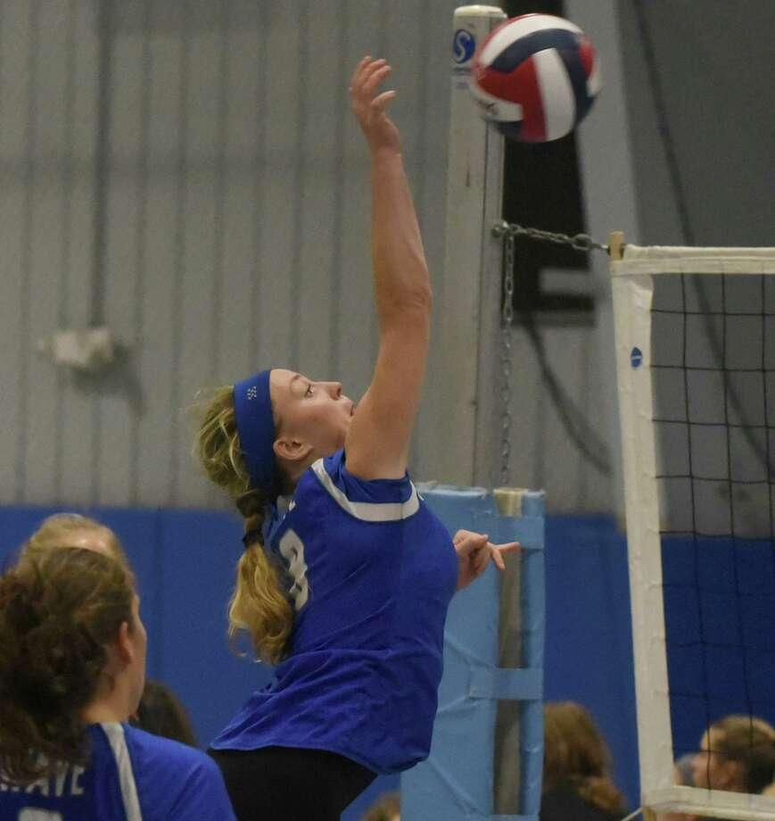 Darien's Elaina Cummiskey sends the ball back over the net during the CIAC's Early Season Block Party tournament at the CT Sports Center in Woodbridge. Photo: Dave Stewart / Hearst Connecticut Media / Hearst Connecticut Media