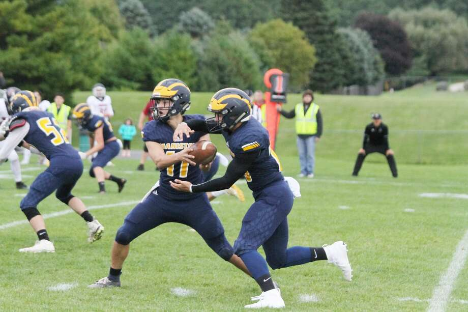 Manistee quarterback Keelan Eskridge hands off to running back Landen Powers on Saturday. The Chippewas will travel to Muskegon Catholic Central on Friday. Photo: Dylan Savela/News Advocate