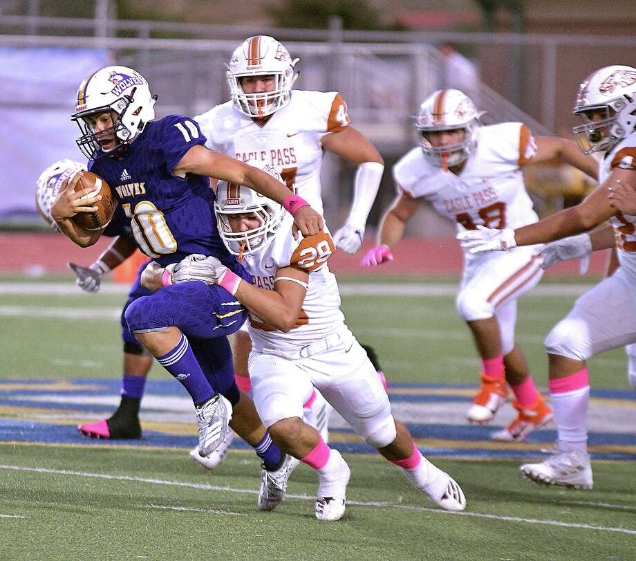 Luis Segura ran for 120 yards in LBJ's 36-10 loss to Eagle Pass last week. Photo: Cuate Santos /Laredo Morning Times / Laredo Morning Times