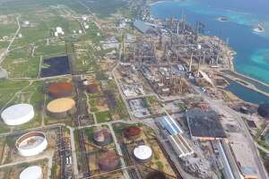 The Dutch Caribbean Island of Aruba is planning to look for new investors in Houston after negotiating an early end to a troubled contract with Citgo to restore and operate a long-idled refinery.