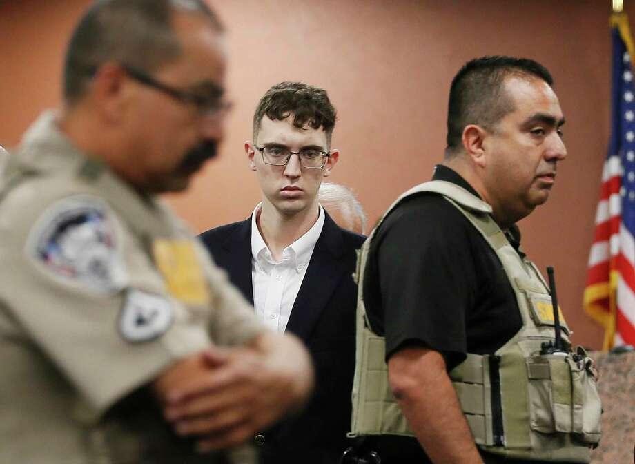 El sospechoso de realizar un tiroteo en Walmart de El Paso, Patrick Crusius, se declaró no culpable durante la lectura de cargos. el jueves 10 de octubre de 2019. Crusius, de Allen, Texas, está acusado de matar a 22 personas y lesionar a otras 25 el 3 de agosto. Photo: Briana Sánchez /Associated Press / ©El Paso Times