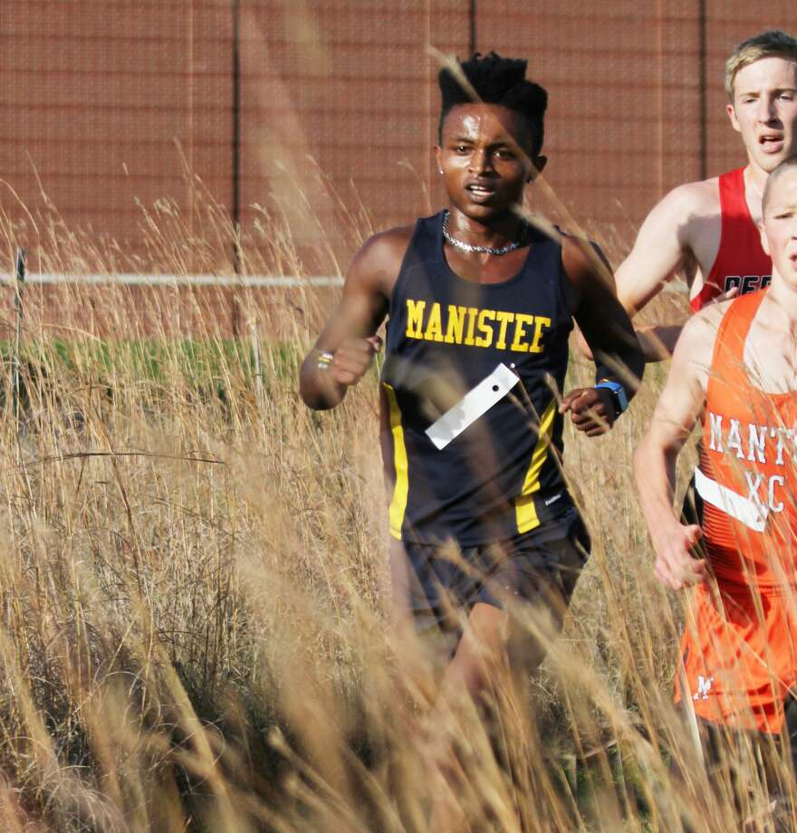 Manistee's Ransom Hoeflinger paces his team to a first-place finish at the annual Chris Grabowski Memorial Invitational on Thursday. Photo: Dylan Savela/News Advocate