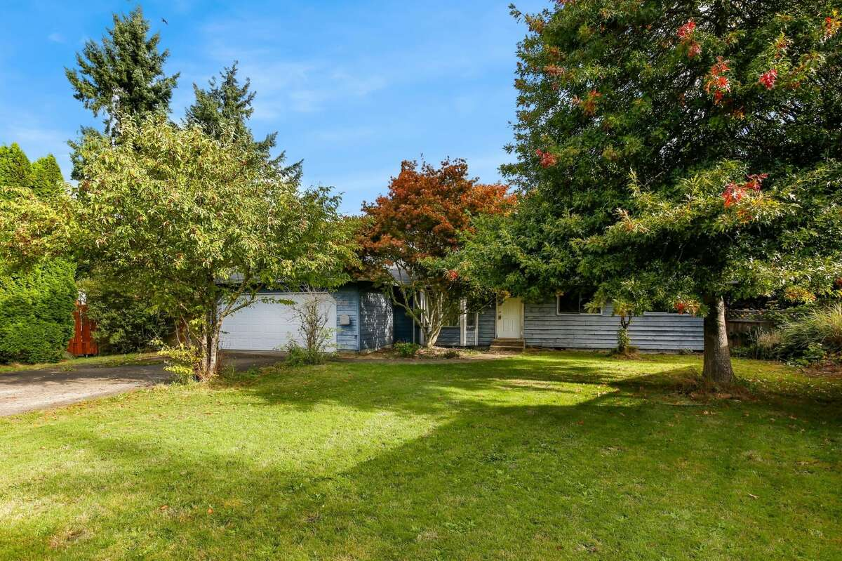 323 Hawthorne Ave. S., listed $299,500. See the full listing here.