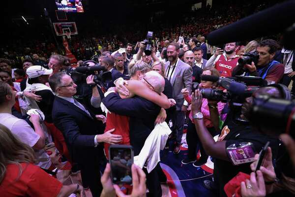 Jeff Jacobs: Father, and son rise to elusive WNBA title