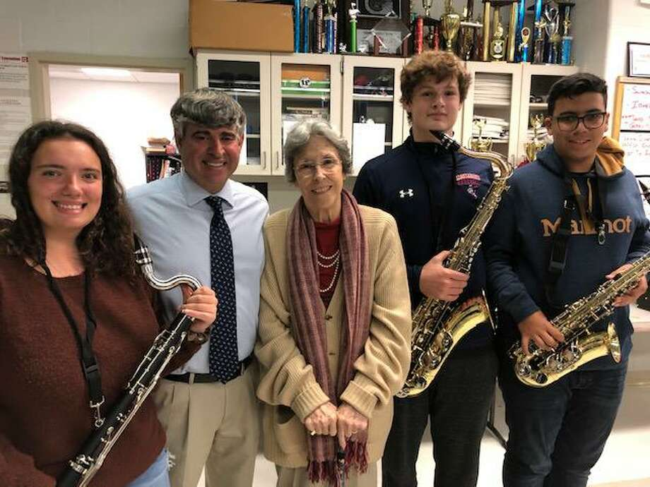 Students Michelle, Jackson and Joshua of the Brien McMahon High School Band, withMusic Director Ron Secchi and Franca Mulligan, President of the Gerry & Franca Mulligan Foundation. Photo: Gerry Mulligan Foundation