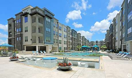 Constructed in 2018, Everly Apartments is comprised of four 2-story carriage home buildings, four 4-story apartment buildings, and two 3-story apartment buildings.