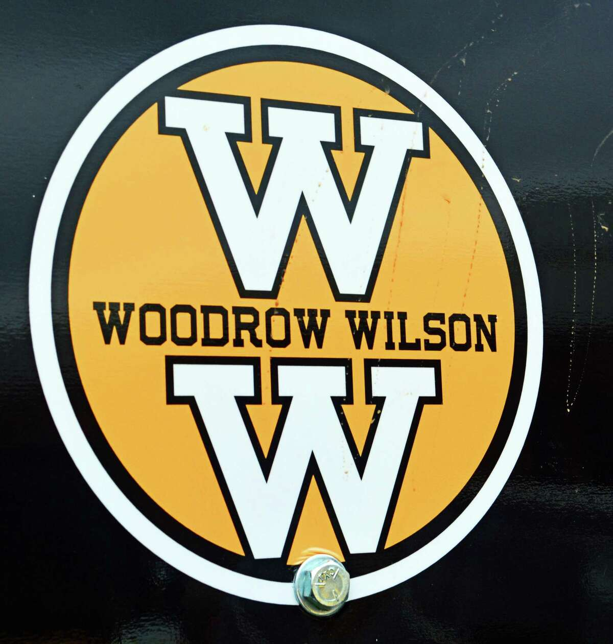 Woodrow Wilson Middle School's colors are black and gold.