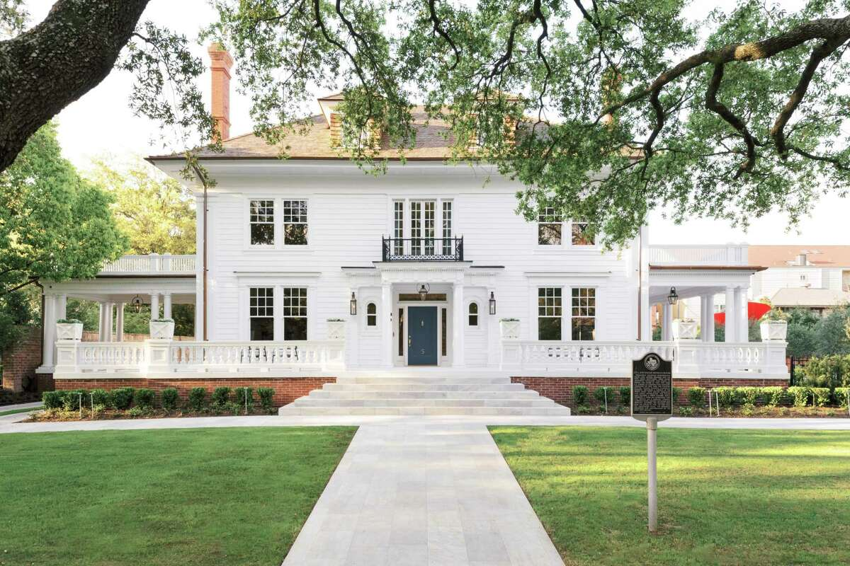Jerry Hooker and Jacob Sudhoff fell in love with their Courtlandt Place home in 2016 when it was in serious disrepair. They loved the neighborhood and its history and spent two years returning this stately home to its original grandeur.