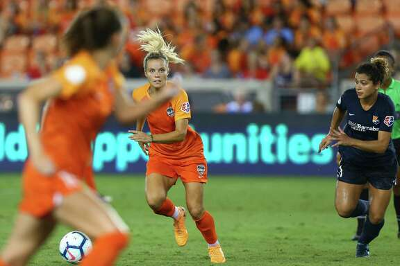 Forward Rachel Daly, left center, and her Dash teammates look to end their National Women's Soccer League season on a winning note Saturday night when they play at Utah.
