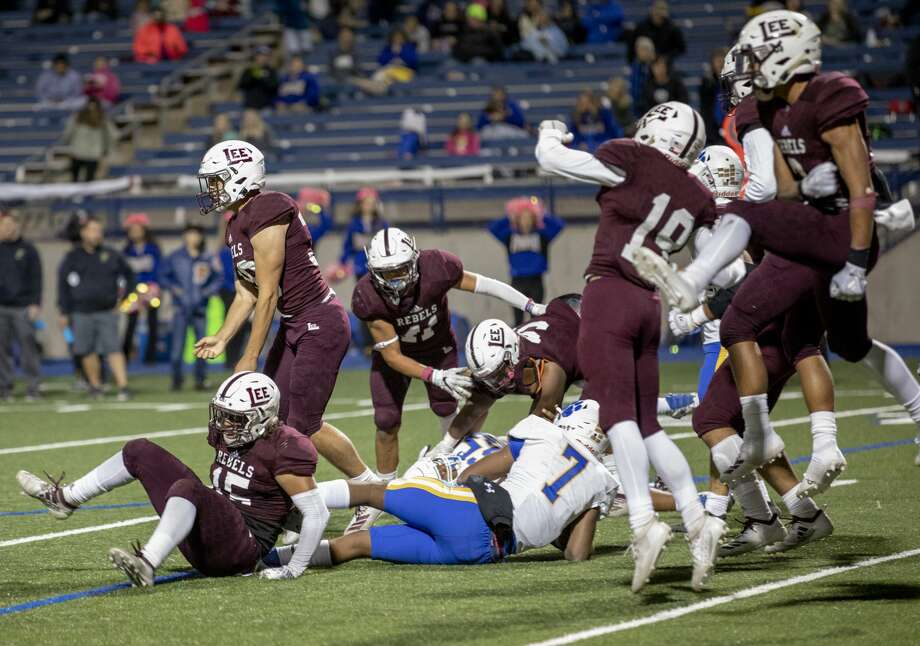 Lee players celebrate after sacking FrenshipÕs quarterback Donovan Smith on a fourth down Friday, Oct. 11, 2019 at Grande Communications Stadium.  Jacy Lewis/Reporter-Telegram Photo: Jacy Lewis/Reporter-Telegram