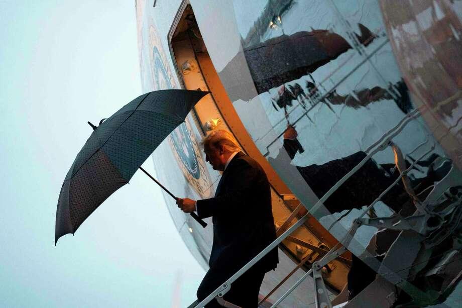 El Presidente Donald Trump llega a Minneapolis para un evento de campaña el jueves por la noche. La firma contable de Trump debe entregar ocho años de registros financieros a la Cámara Baja, determinó una corte federal el viernes 11 de octubre de 2019, lo que representa una significante derrota en sus intentos de bloquear la entrega de los registros. Photo: DOUG MILLS /NYT / NYTNS