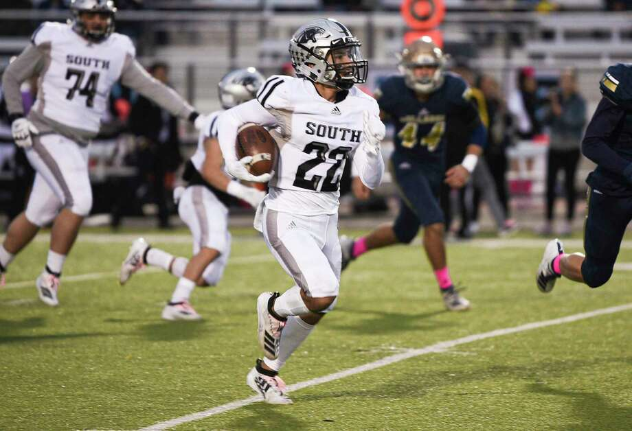 United South's Brian Benavides is a candidate for the Mr. Texas Football High School Player of the Year award as he looks to build on a junior season which featured 2,217 yards and 34 scores. Photo: Danny Zaragoza / Laredo Morning Times File