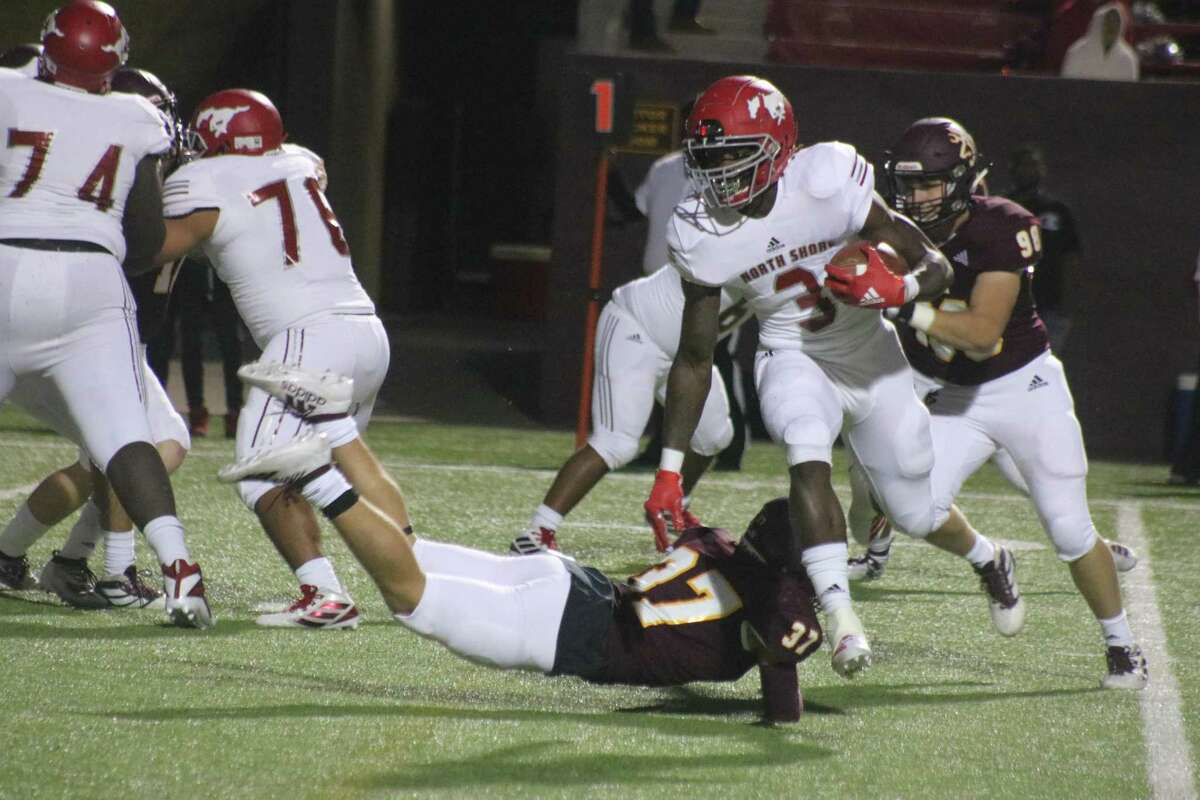 North Shore's Zach Evans eludes the diving tackle of Luke Moye during first-quarter action Friday night. Evans rushed for almost 100 first-half yards.