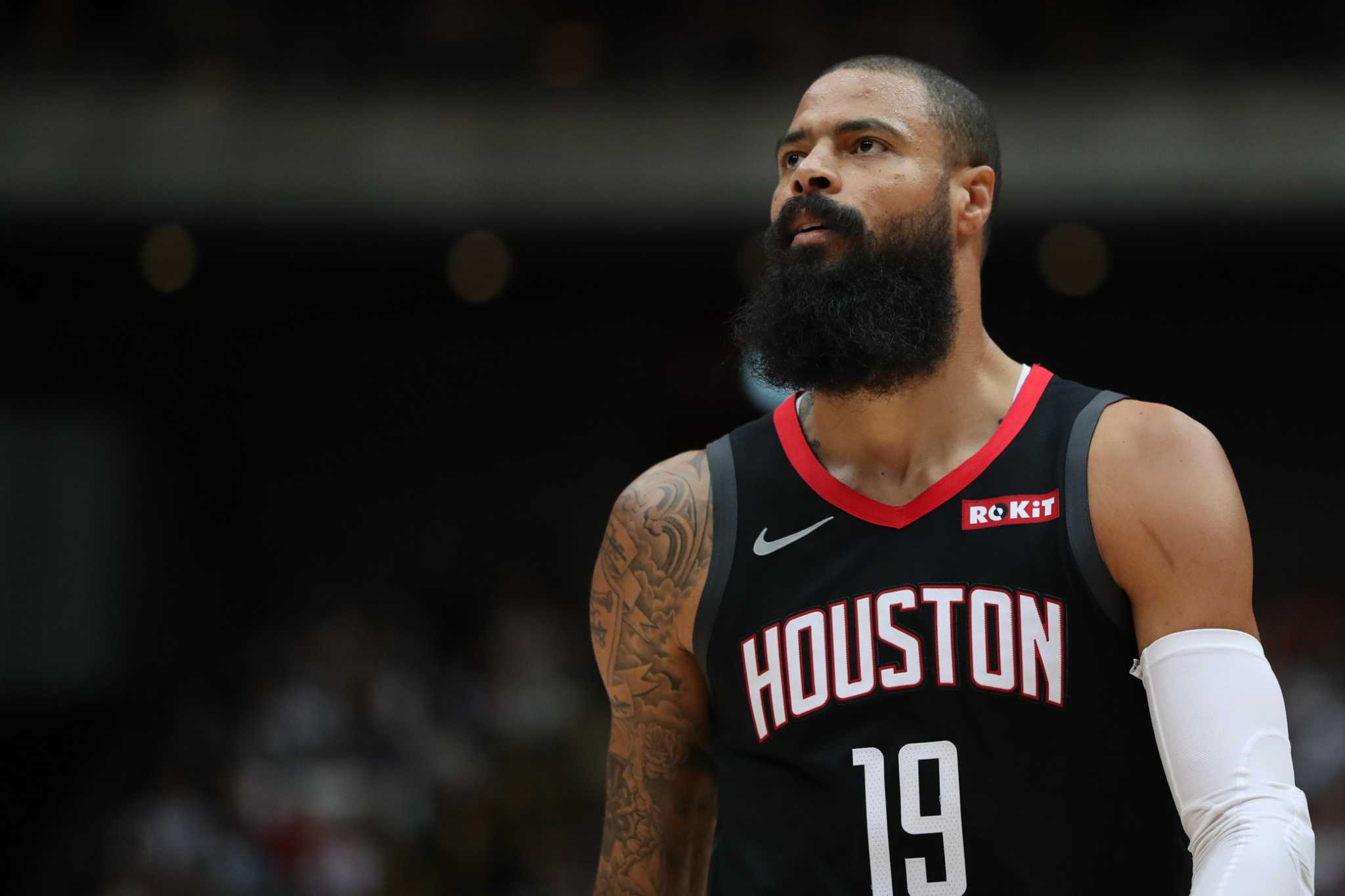 Rockets turn to backup centers against Lakers' size