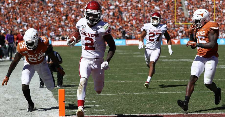 DALLAS, TEXAS - OCTOBER 12:  CeeDee Lamb #2 of the Oklahoma Sooners runs for a touchdown against B.J. Foster #25 of the Texas Longhorns in the third quarter during the 2019 AT&T Red River Showdown at Cotton Bowl on October 12, 2019 in Dallas, Texas. (Photo by Ronald Martinez/Getty Images) Photo: Ronald Martinez/Getty Images