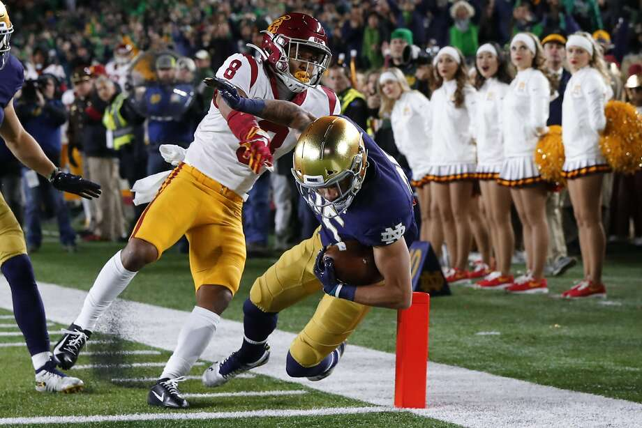 Notre Dame wide receiver Braden Lenzy (25) blasts past USC cornerback Chris Steele for a first-half touchdown on Saturday. It was the Irish's third straight win over the Trojans. Photo: Paul Sancya / Associated Press