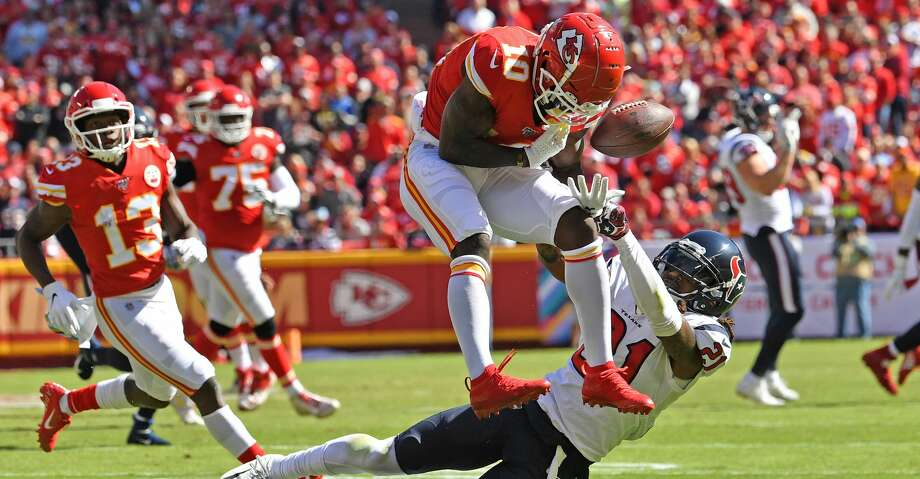 KANSAS CITY, MO - OCTOBER 13:  Cornerback Bradley Roby #21 of the Houston Texans breaks up a pass intended for wide receiver Tyreek Hill #10 of the Kansas City Chiefs during the second quarter at Arrowhead Stadium on October 13, 2019 in Kansas City, Missouri. (Photo by Peter Aiken/Getty Images) Photo: Peter Aiken/Getty Images