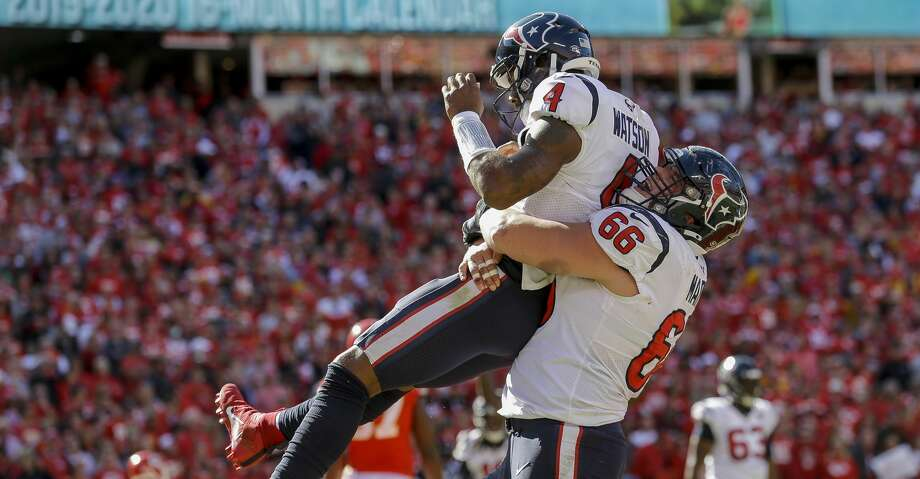 Houston Texans quarterback Deshaun Watson (4) is hoisted by center Nick Martin (66) after scoring the game-winning touchdown on a one-yard rush against the Kansas City Chiefs during the fourth quarter of an NFL game at Arrowhead Stadium Sunday, Oct. 13, 2019, in Kansas City, Mo. The Texans won 31-24. Photo: Godofredo A Vásquez/Staff Photographer