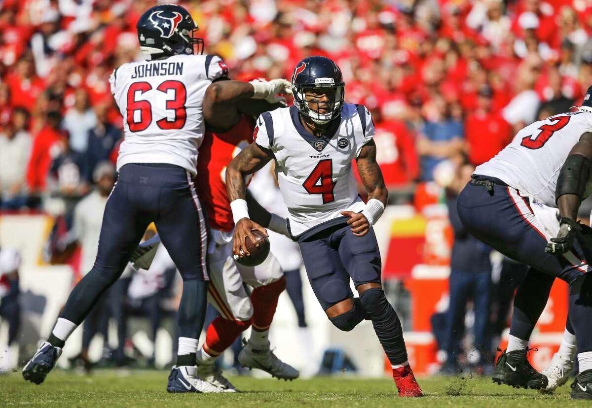 KANSAS CITY, MO - OCTOBER 13: Deshaun Watson #4 of the Houston Texans scrambles for yardage in the fourth quarter against the Kansas City Chiefs at Arrowhead Stadium on October 13, 2019 in Kansas City, Missouri. (Photo by David Eulitt/Getty Images)