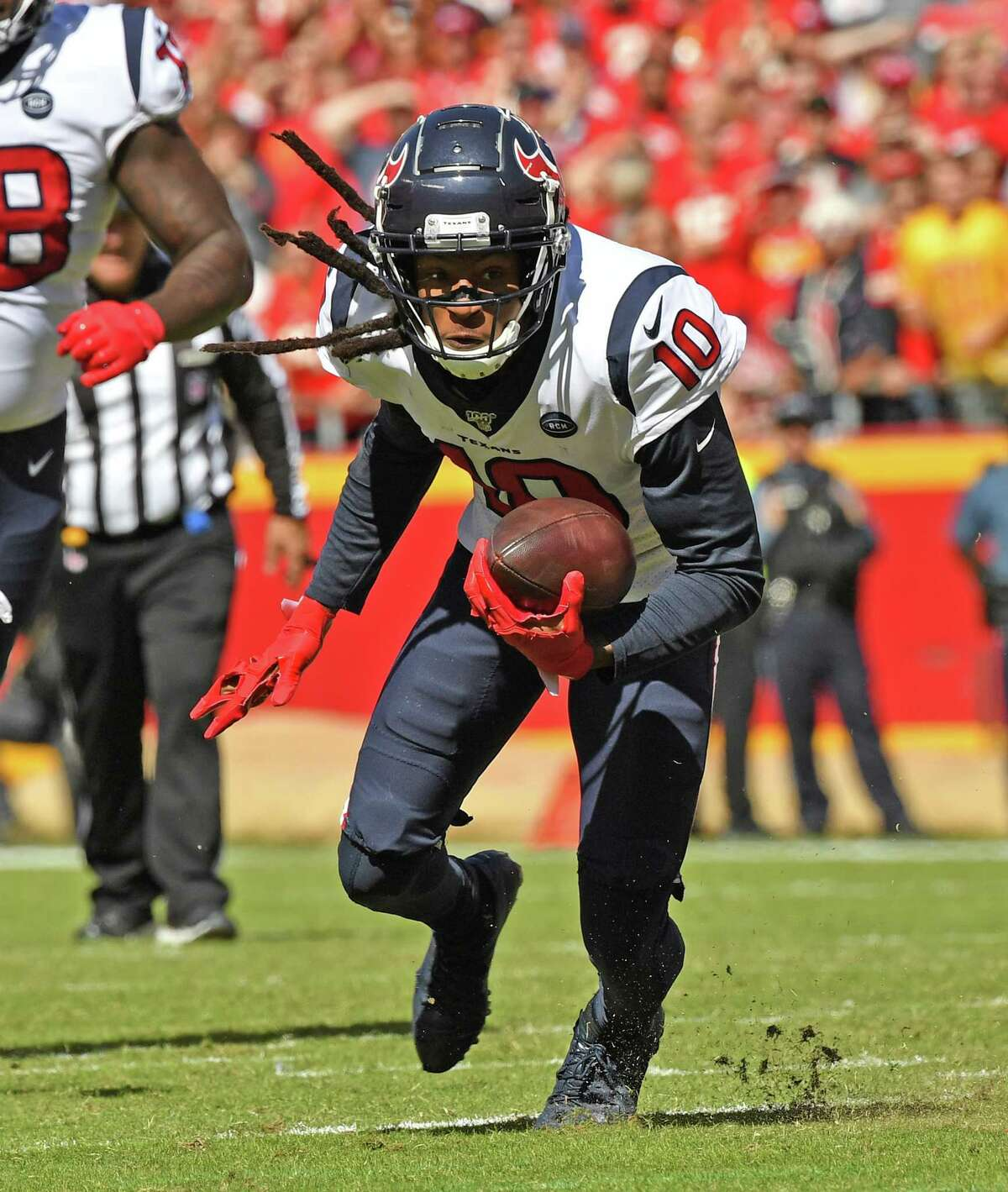 KANSAS CITY, MO - OCTOBER 13: Wide receiver DeAndre Hopkins #10 of the Houston Texans turns up field after catching a pass against the Kansas City Chiefs during the first half at Arrowhead Stadium on October 13, 2019 in Kansas City, Missouri. (Photo by Peter Aiken/Getty Images)