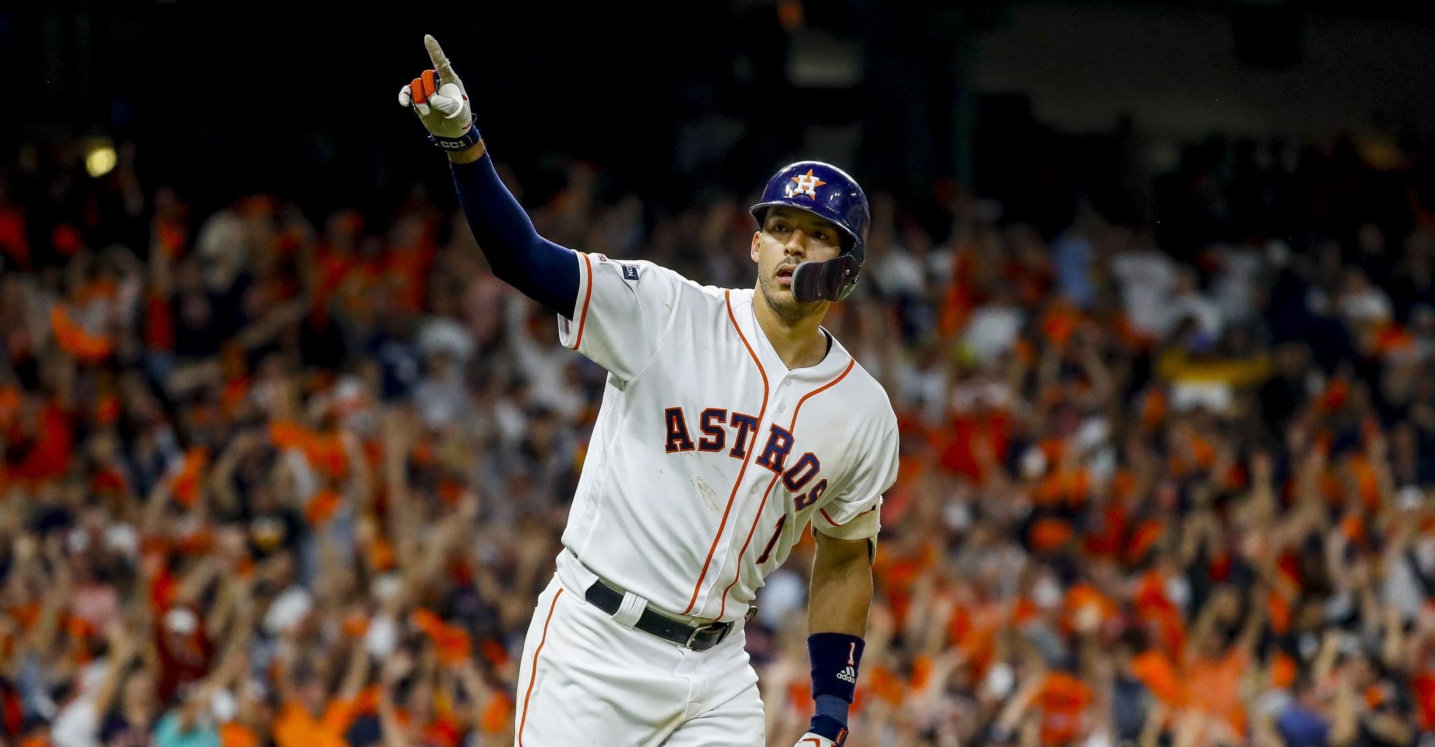 One swing and a magic finish for Astros, Carlos Correa