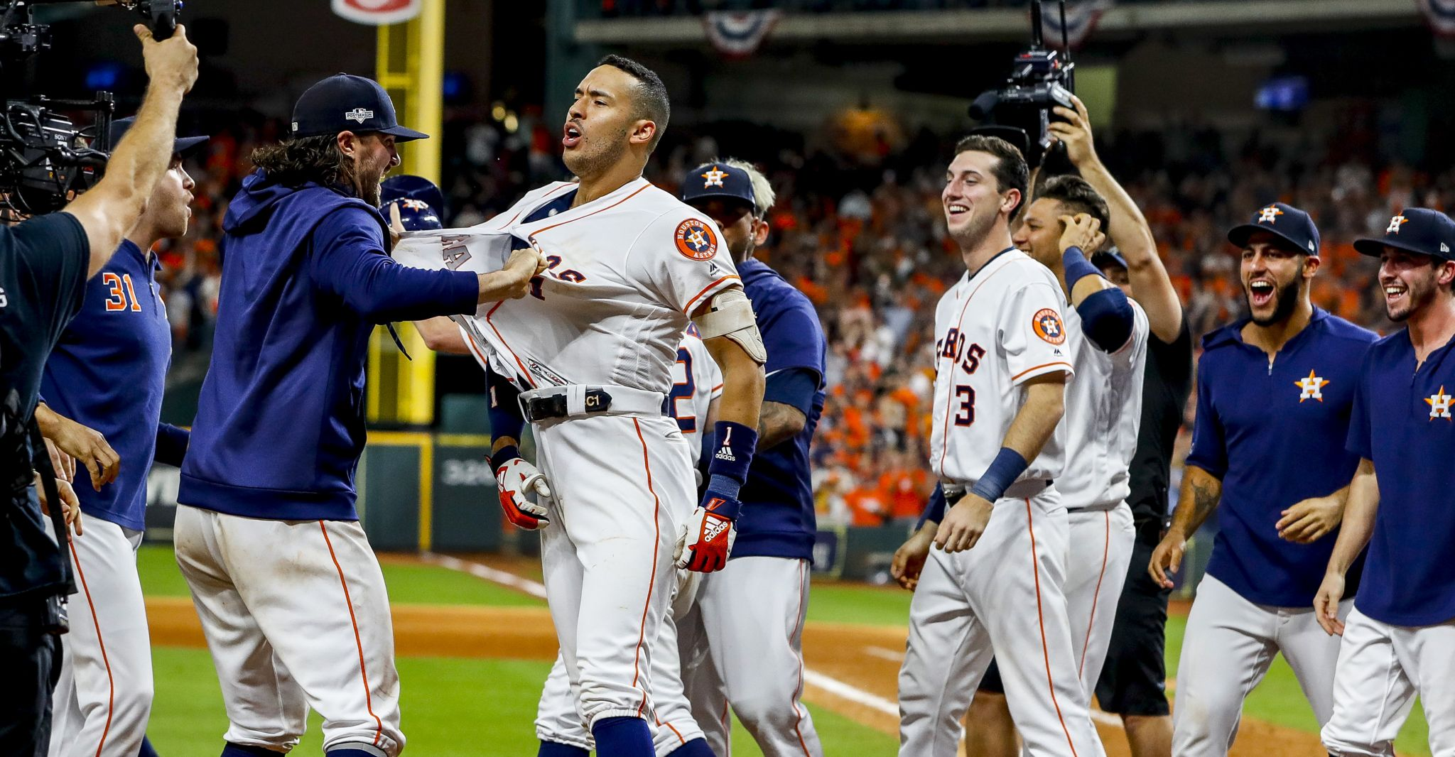 Astros level ALCS with walkoff win over Yankees in Game 2