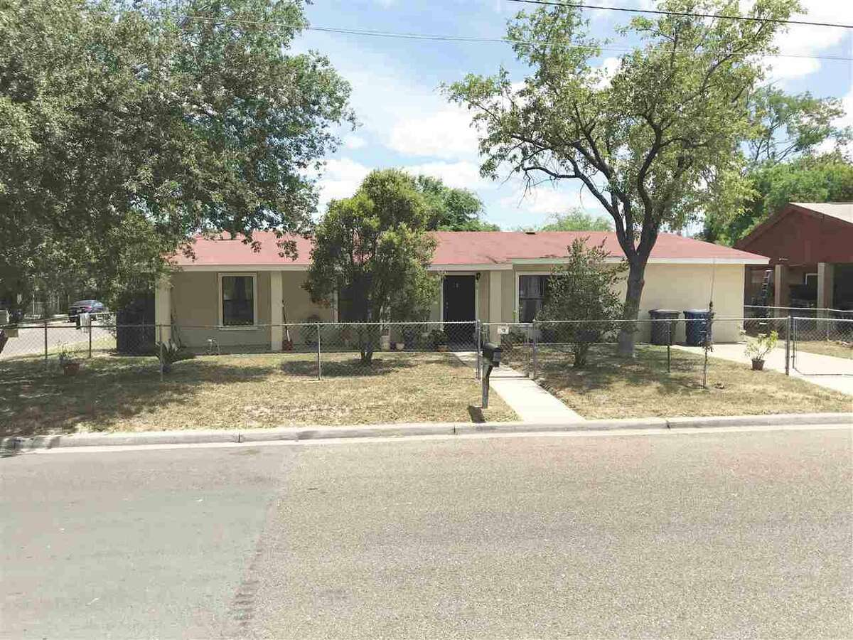 2819 Gustavus St Amazing Home in desirable Heights area. Home features 5 bedrooms 4 bathrooms 2 living rooms and so much more! the lot that this house sits on is 9,645 sq.ft. There is also a storage room that is about 110 sq.ft. Make your appointment today!! Ernie Rendon: (956) 286-6692, ernie@txeliterealty.com