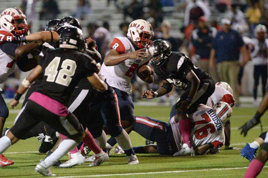 Kaleb Randle (8) of Lamar carries the ball during the fourth quarter of a 6A Region III District 18 football game between the Lamar Texans and the Westside Wolves on Friday, October 4, 2019 at Delmar Stadium, Houston, TX. Photo: Craig Moseley, Houston Chronicle / Staff Photographer / ©2019 Houston Chronicle