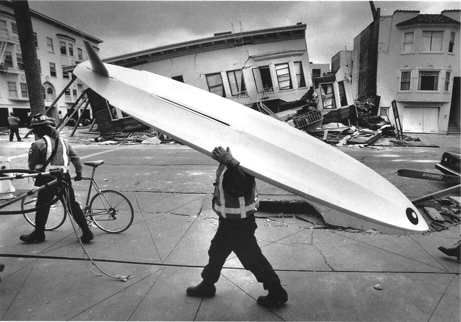 People in San Francisco's Marina District carry possessions from their damaged homes after the Loma Prieta earthquake hit. The district suffered some of the worst damage from the temblor. Photo: Frederic Larson / The Chronicle