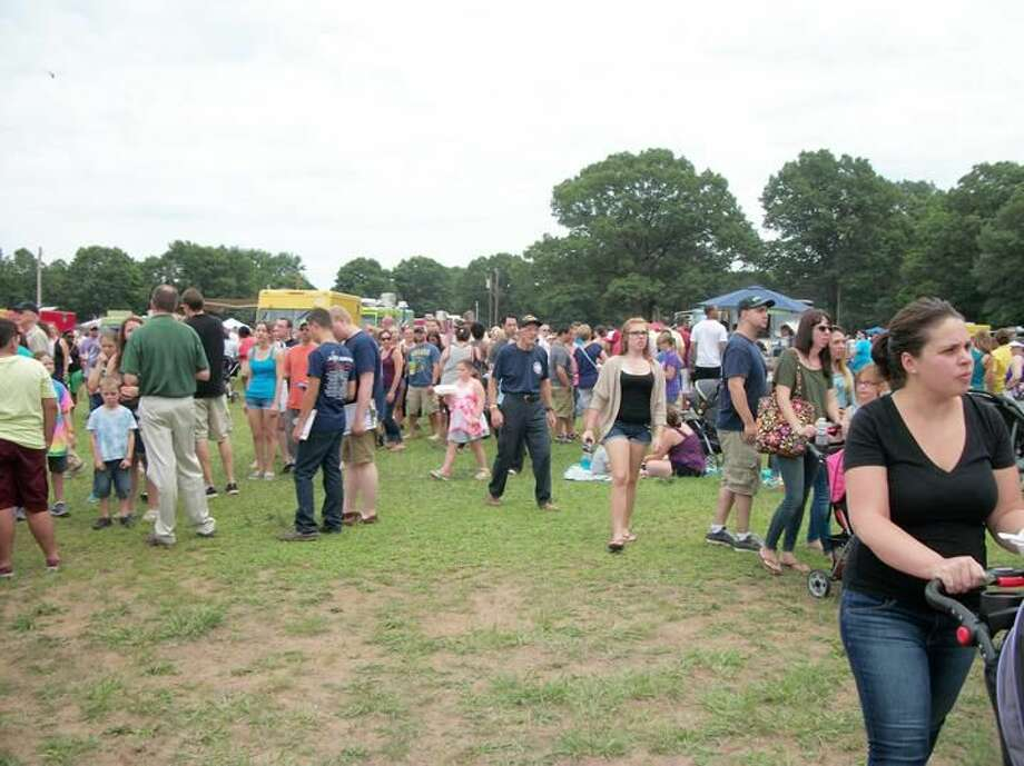 Photo by Lynn Fredricksen Several thousand people flocked to the North Haven Fairgrounds over the weekend for the first Food Truck Festival at the North Haven Flea Market. The event drew such a large crowd, traffic was backed up on Washington Avenue and was jammed on I-91.