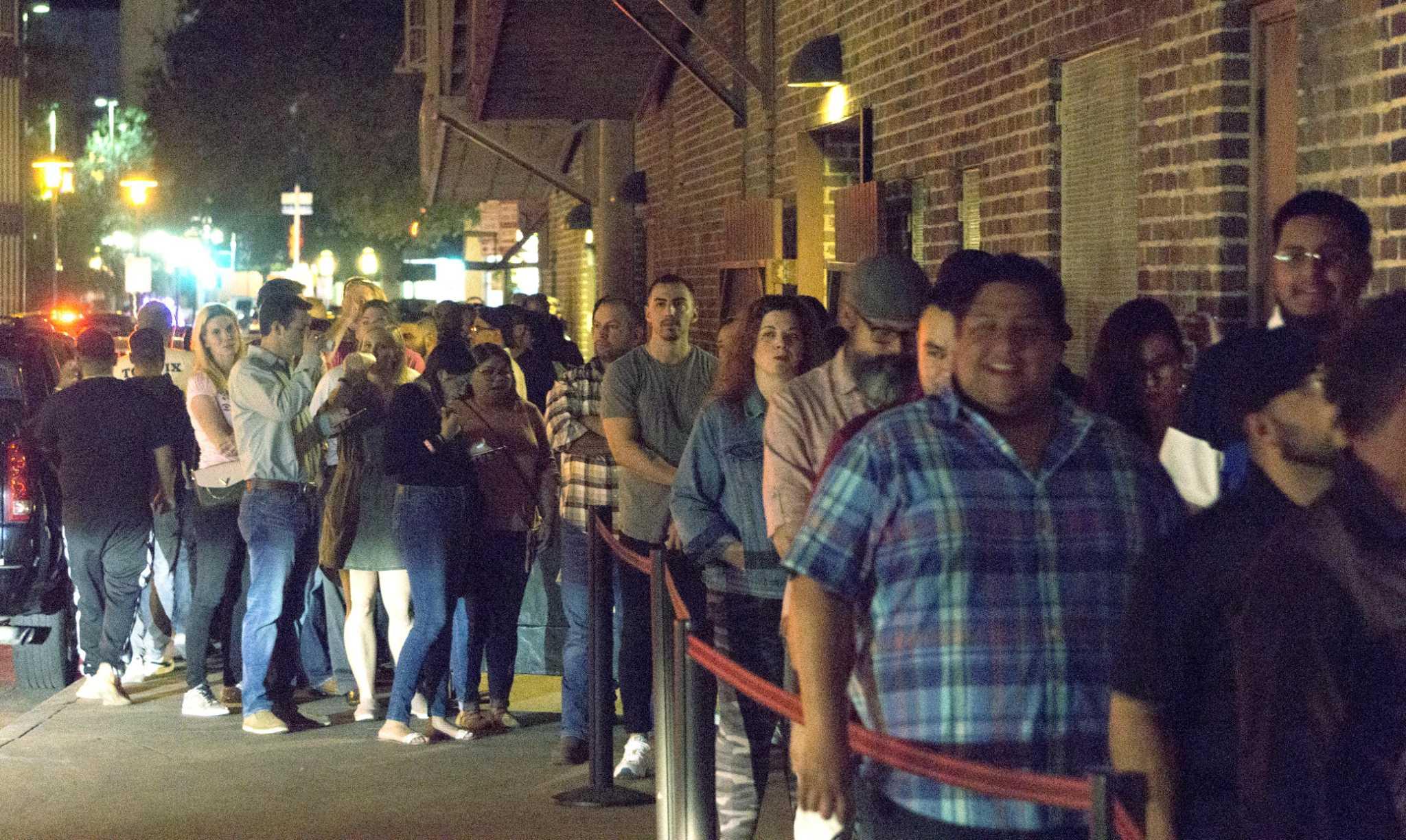 Dave Chappelle makes surprise performance at Aztec Theatre