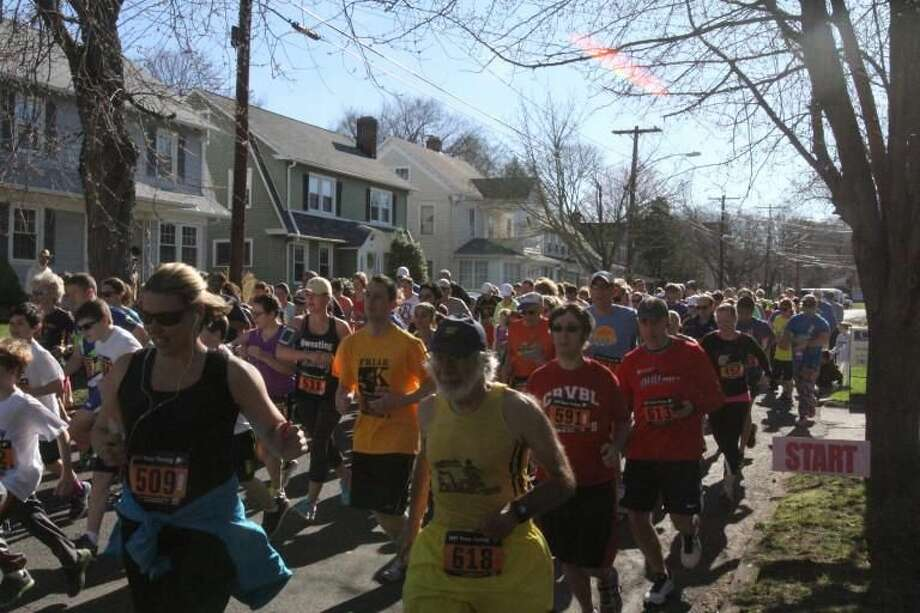 Participants in last year's Spring Into Spring Glen 5K. (Photo by Marc Goldberg)