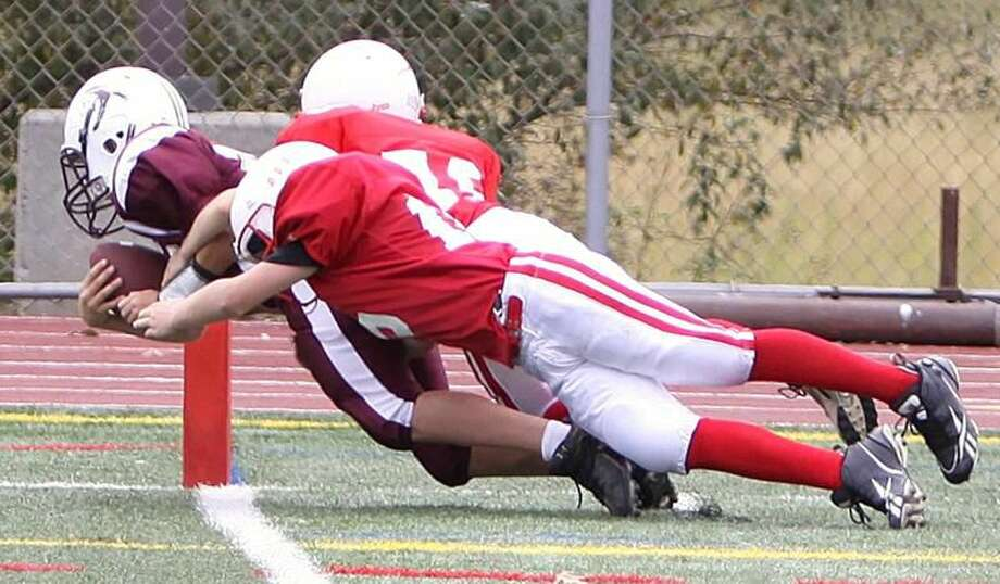 Photo by Gail Tantorski Kyle Melillo goes in for the score on a 25-yard touchdown reception in the North Haven sixth-grade team's 26-0 victory over Branford.