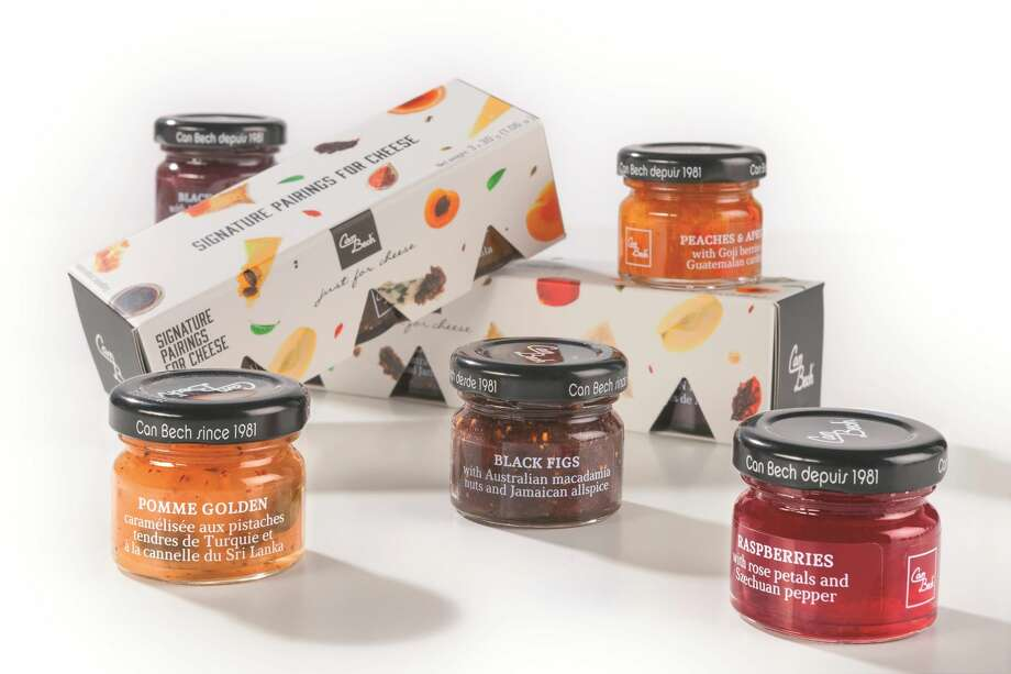 Signature Pairings for Cheese gift box include 5 delicious sweet sauces made with fruits, nuts and spices from all over the world and specially created for pairing with cheese.