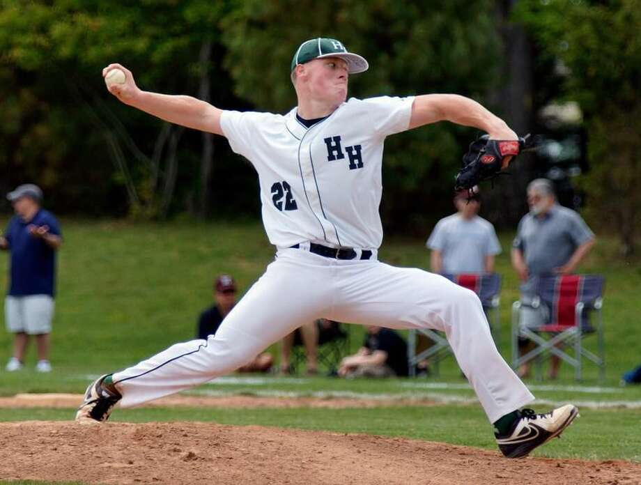 New Haven— Hamden Hall's Brandon Ginnetti delivers during the 4th inning. Photo-Peter Casolino/Register pcasolino@newhavenregister.com