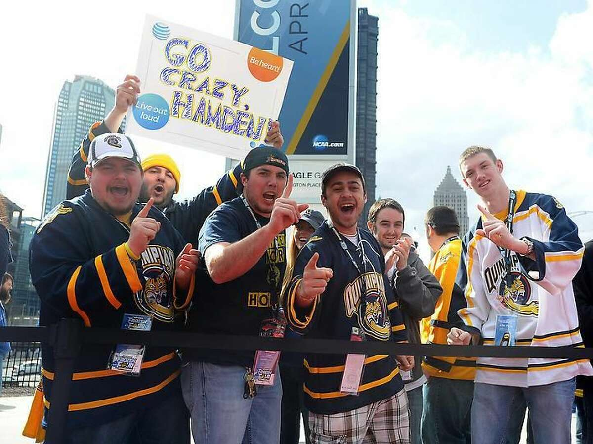 Pittsburg, PA- Quinnipiac fans waits for the team to arrive at the Consol Energy Center. Photo-Peter Casolino/Register pcasolino@newhavenregister.com