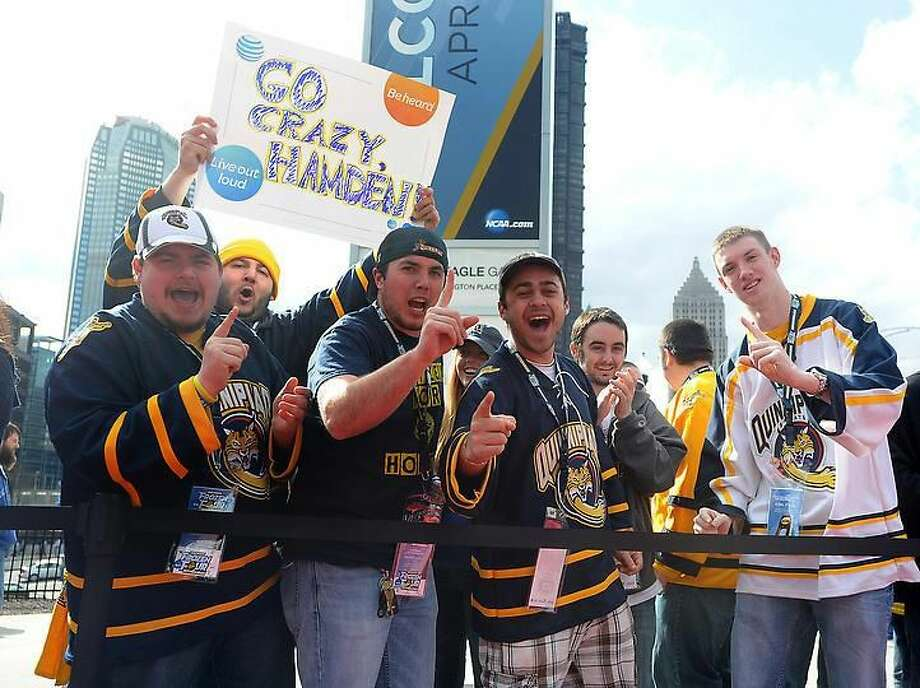 Pittsburg, PA— Quinnipiac fans waits for the team to arrive at the Consol Energy Center. Photo-Peter Casolino/Register pcasolino@newhavenregister.com