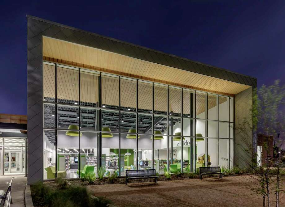 The UH Bauer College SBDC will hold a class Tuesday to show entrepreneurs how to research the market using the public library. Pictured is the Alice McKean Young Library at 5107 Griggs Road. Photo: Charles Davis Smith, Photographer / Charles Davis Smith - AIA / Charles Davis Smith, AIA