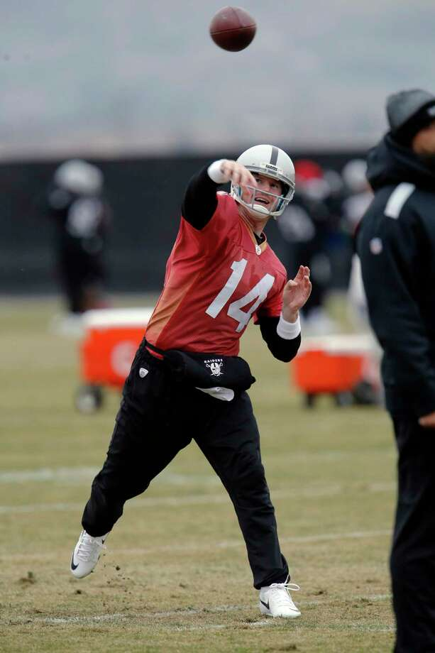 Former NFL quarterback Matt McGloin, seen here practicing with the Oakland Raiders, will play for the XFL's New York Guardians. Photo: Michael Macor / The Chronicle / ONLINE_YES