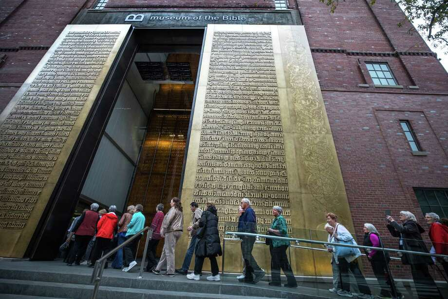 Tourists from Purpose Driven Tours enter the Museum of the Bible in Washington, D.C., in December 2017. Photo: Photo For The Washington Post By Evelyn Hockstein / The Washington Post