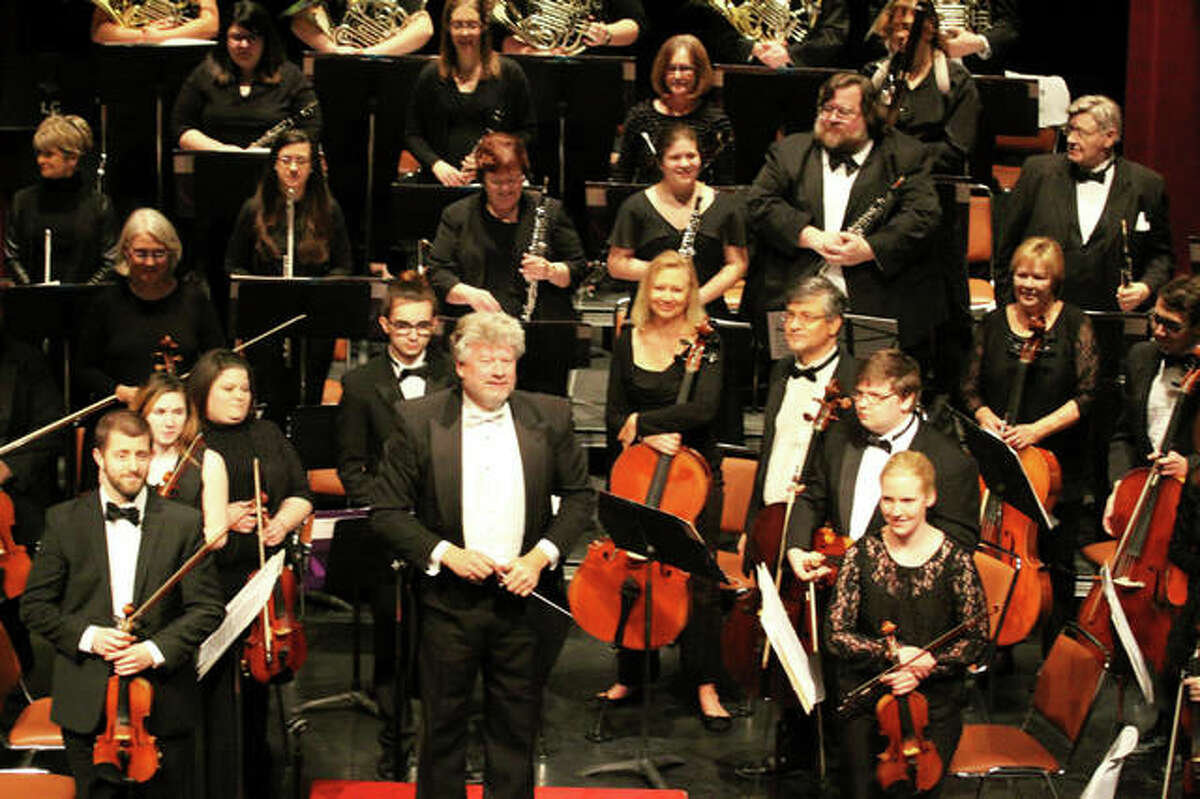 Maestro Shane Williams performs the Alton Symphony Orchestra.