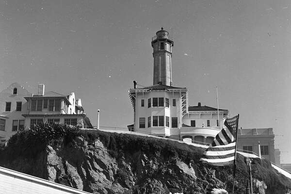 Sioux Indians arrive at Alcatraz island and stakes claim the property, March 8, 1964